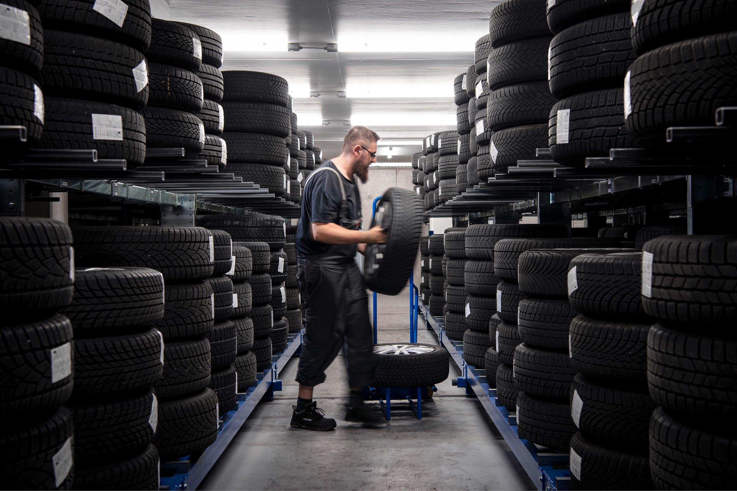 autohaus-morrkopf-weingarten-gebrauchtwagen-leasing-Reifenlager-2
