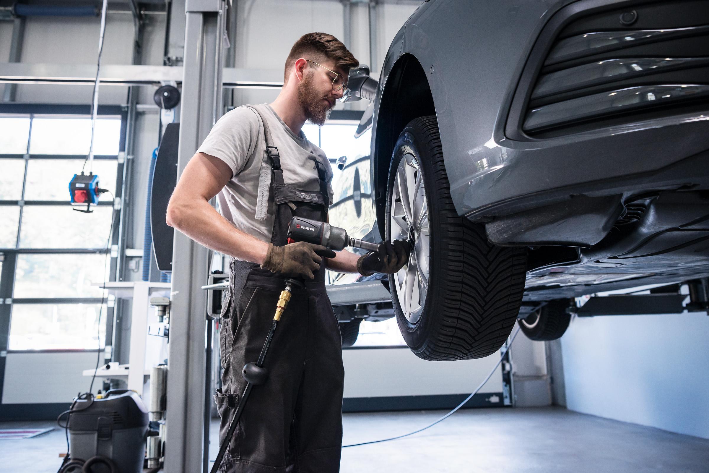 autohaus-morrkopf-weingarten-gebrauchtwagen-leasing-Reifenwechsel-2